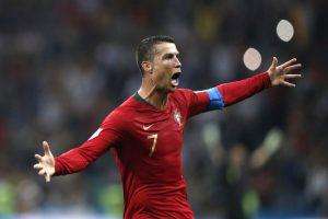 ekspresi Ronaldo setelah berhasil membuat hattrick pada laga portugal melawan Spanyol