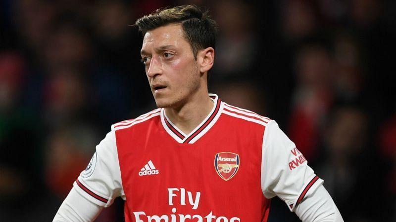 Oezil Menolak Untuk Tinggalkan Arsenal